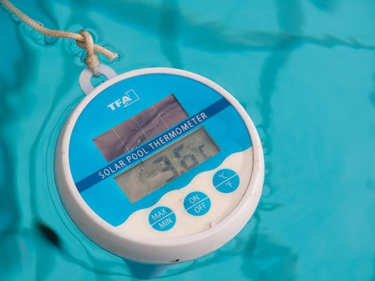 Pool temperature 3.6 degrees Celsius.